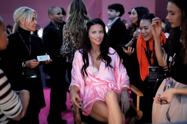 Model Adriana Lima gets ready backstage before the Victoria's Secret Fashion Show at the Grand Palais in Paris, France, November 30, 2016. REUTERS/Benoit Tessier FOR EDITORIAL USE ONLY. NOT FOR SALE FOR MARKETING OR ADVERTISING CAMPAIGNS