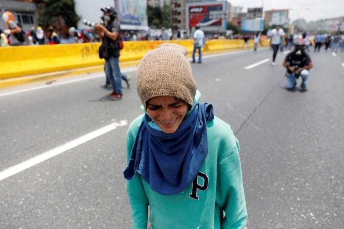 A demonstrator rallies against Venezuela's President Nicolas Maduro's government in Caracas, Venezuela April 10, 2017. REUTERS/Carlos Garcia Rawlins