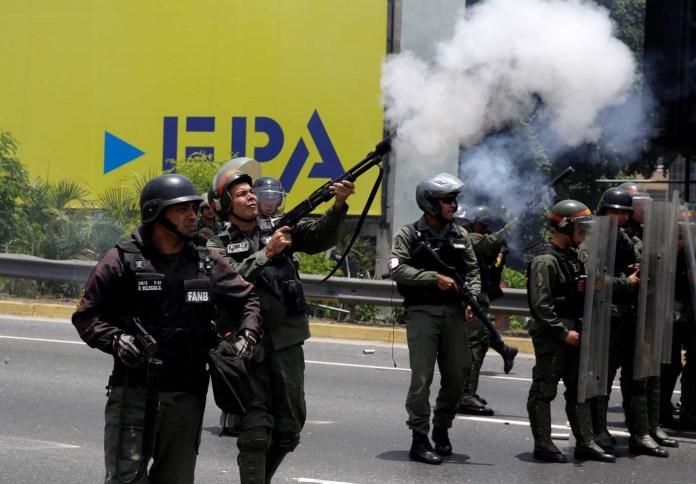 Riot police fire tear gas as demonstrators rally against Venezuela's President Nicolas Maduro's government in Caracas, Venezuela April 10, 2017. REUTERS/Carlos Garcia Rawlins