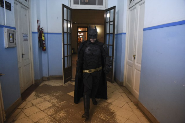 Argentine Batman, walks along a corridor at the 'Sor Maria Ludovica' children's Hospital in La Plata, 60 kilometres south of Buenos Aires, on June 2, 2017.  The Argentine Batman has made La Plata children's hospital a target of laughter and treats against pain. / AFP PHOTO / Eitan ABRAMOVICH