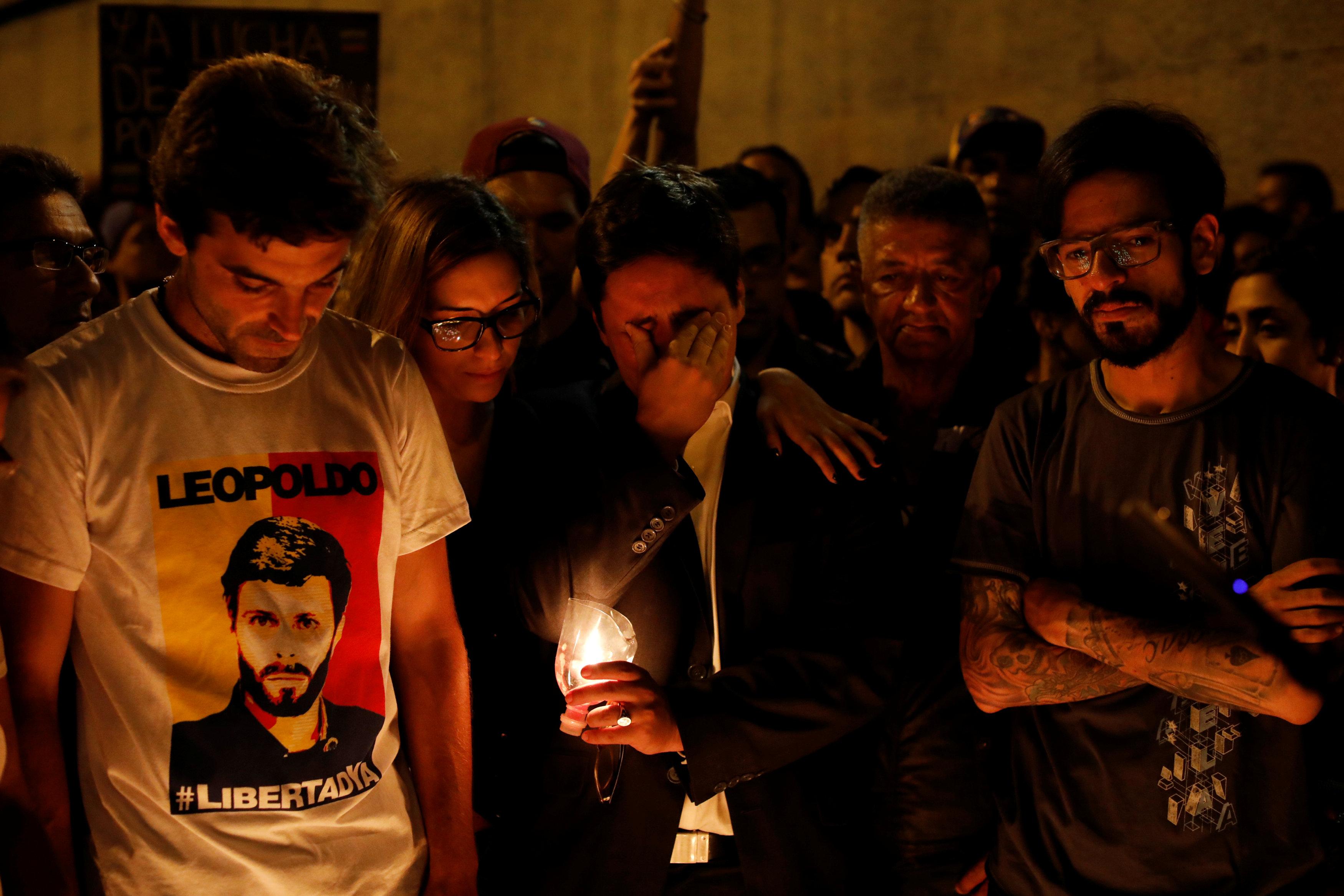 Opositores realizaron una vigilia en honor a Neomar Lander. REUTERS/Carlos Garcia Rawlins
