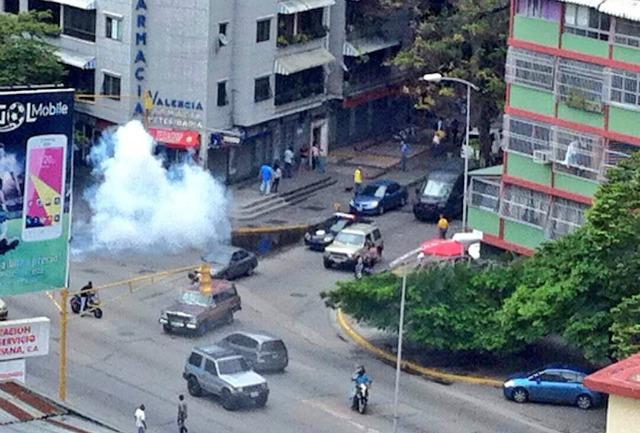 Foto: La PNB reprime a manifestantes en la avenida Victoria / Bramdon Solorzano