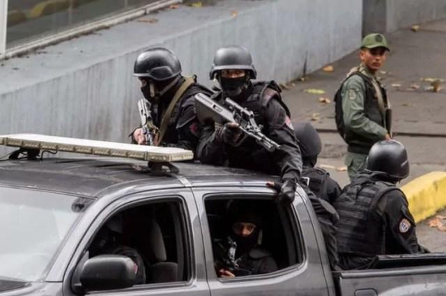 Agentes del Sebin durante un operativo
