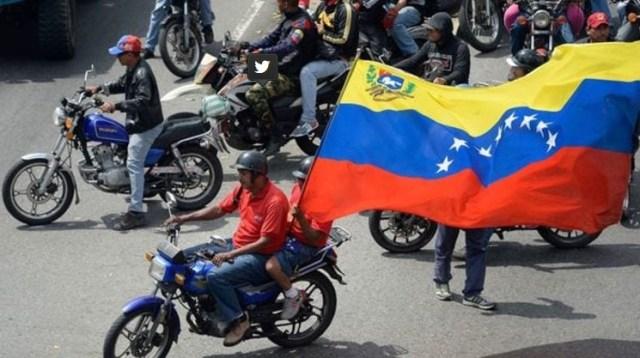 Miembros de los colectivos chavistas (AFP)