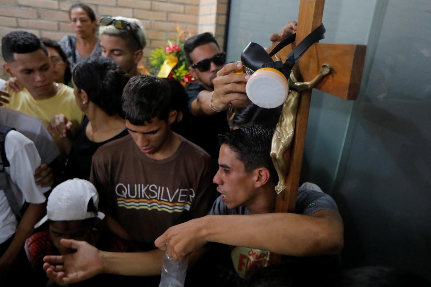 Funeral de Neomar Lander / REUTERS/Marco Bello