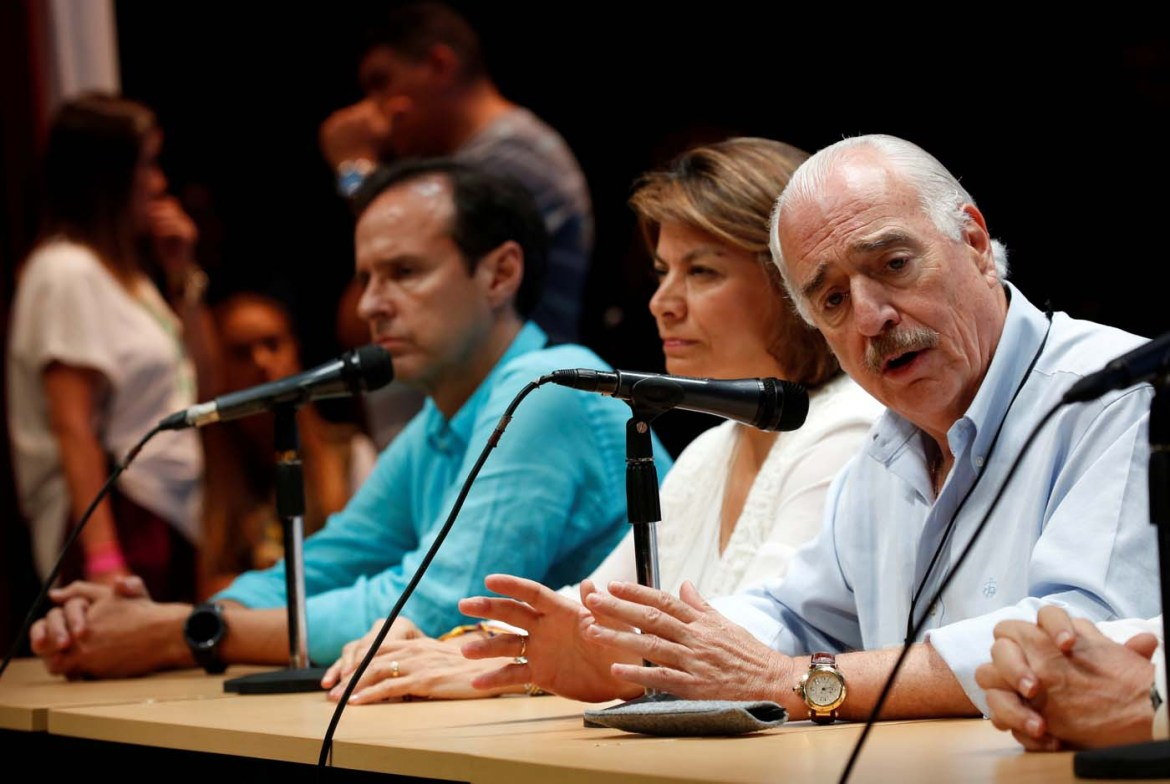 Colombia's former President Andres Pastrana (R) addresses the audience next to Bolivia's former President Jorge Quiroga (L) and Costa Rica's former President Laura Chinchilla after an unofficial plebiscite against President Nicolas Maduro's government and his plan to rewrite the constitution, in Caracas, Venezuela July 16, 2017. REUTERS/Carlos Garcia Rawlins