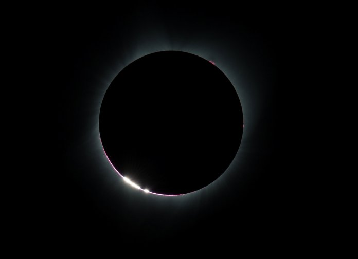 The Bailey's Beads effect is seen as the moon makes its final move over the sun during the total solar eclipse on above Madras, Oregon, U.S., August 21, 2017. Courtesy Aubrey Gemignani/NASA/Handout via REUTERS ATTENTION EDITORS - THIS IMAGE HAS BEEN SUPPLIED BY A THIRD PARTY. MANDATORY CREDIT