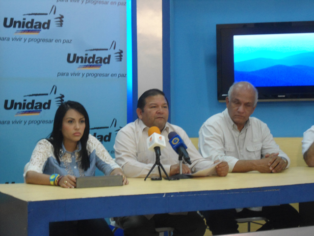 Rueda-de-prensa-Andrés-Velásquez-12.4.2014
