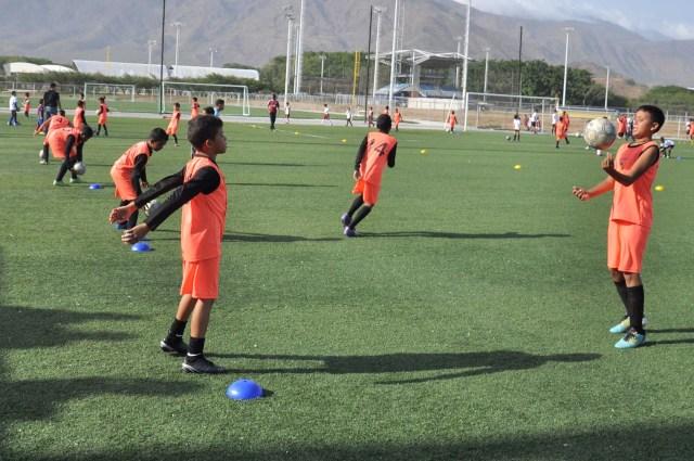 Escuela de Futbol Jua Arango dicto clinica a la Esc de Futbol Atle Valencia- FOTOS- Carlos Villasana   (6)