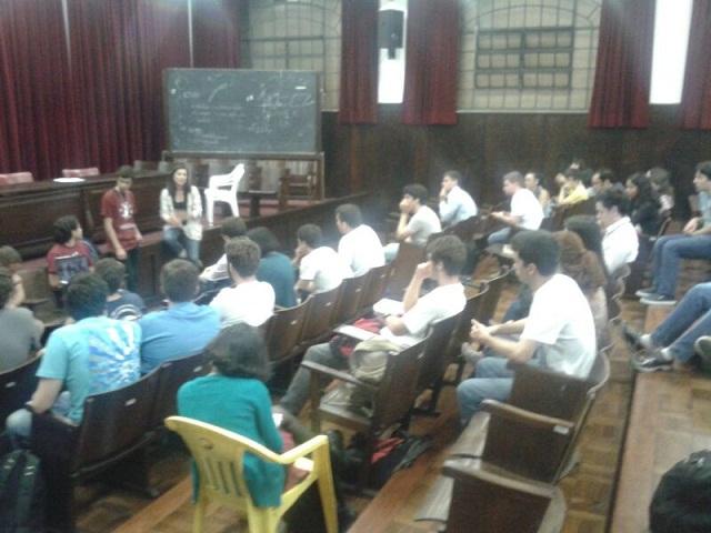 Una comisión de líderes universitarios de Venezuela expone en la Facultad de Derecho de la Universidad de Sao Paulo la represión que sufren por parte de las autoridades venezolanas / Foto cortesía Veja
