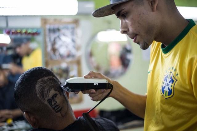 FBL-WC-2014-BRAZIL-BARBER-NEYMAR