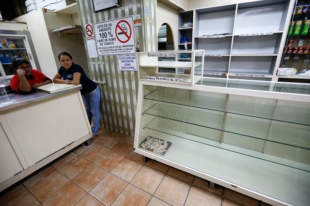 Hasta en la panaderías se presenta escasez de harina de trigo para la producción de pan / Foto Reuters