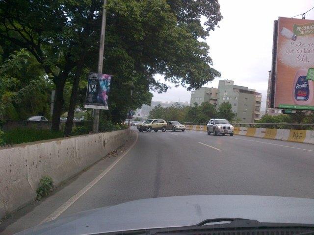 Los vehículos se devuelven para tomar la vía hacia Baruta