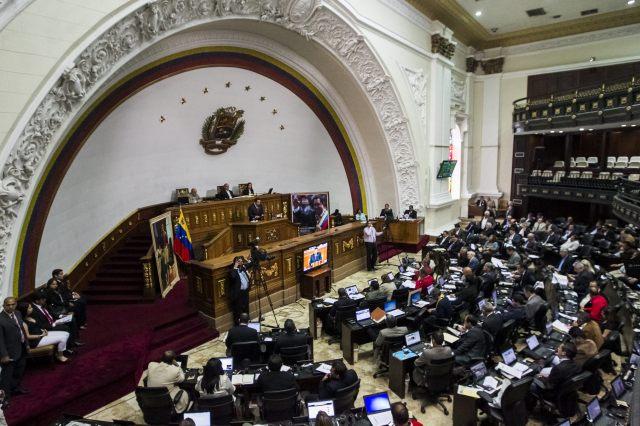 GOBIERNO VENEZOLANO GARANTIZA PAGO DE DEUDAS PESA A CAÍDA DE PRECIOS DE CRUDO