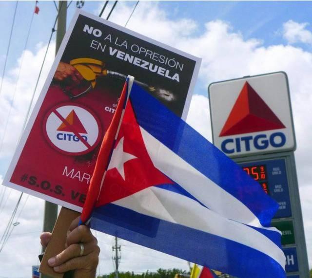 Exiliados cubanos y venezolanos participan en una protesta contra Citgo en Doral, el 4 de abril de este año.Roberto Koltun/el Nuevo Herald