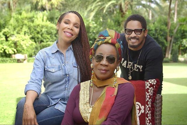 Foto: Rohan Marley, hijo de Bob Marley y sus hermanas Cedella y Sharon / Reuters