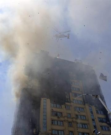 Foto: Un incendio en Bakú deja 15 muertos / AFP