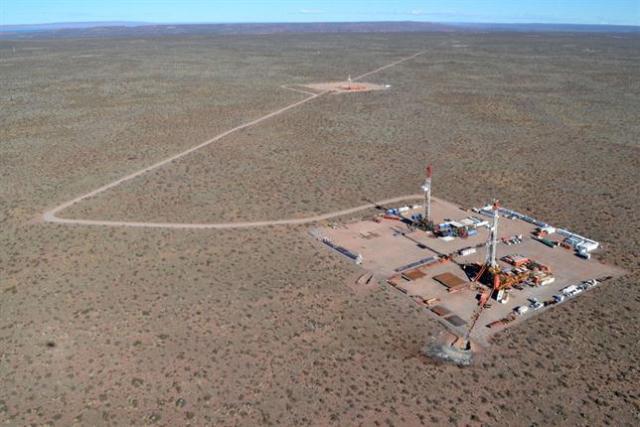 Pozos petroleros en el campo Vaca Muerta / La Nación