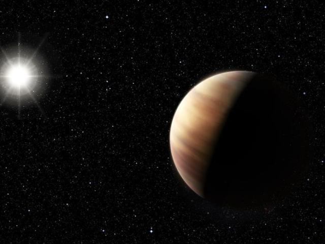 Impresión artística sin fechar cedida por el Observatorio Europeo Austral (ESO, en inglés) muestra el nuevo descubrimiento de un gemelo de Júpiter, gigantesco y gaseoso, orbitando un objeto solar, HIP 11915. El planeta tiene una masa muy similar a Júpiter y orbita a la misma distancia de su estrella como Júpiter respecto al Sol. Ello, junto con la composición de HIP 11915, similar al Sol, sugiere la posibilidad que el sistema de planetas orbitando HIP 11915 sea parecido a nuestro propio Sistema Solar, con planetas rocosos orbitando más cerca de su estrella anfitriona. EFE/ESO/M. Kornmesser/NO VENTAS/SOLO USO EDITORIAL