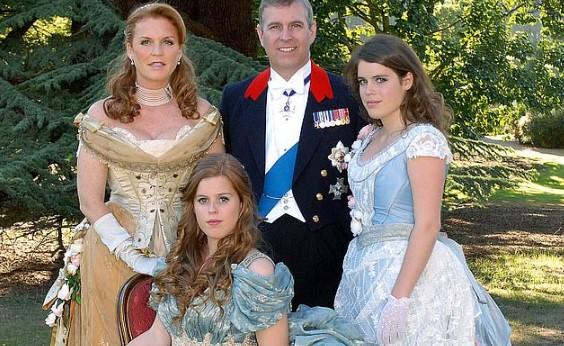 """príncipe andrés princesa beatriz - La lujosa e inexplicable vida del Príncipe Andrés, quien visitaba a Epstein en sus """"mansiones del sexo"""""""
