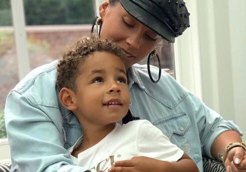 img 5871 1 - ¡Madre ejemplar! Alicia Keys aplaudió a su hijo de 4 años por querer pintarse las uñas