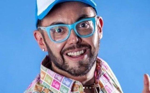 0 6 - Presentador se cambió de nombre para dejar en el pasado su homosexualidad (+Tuits) - #Noticias