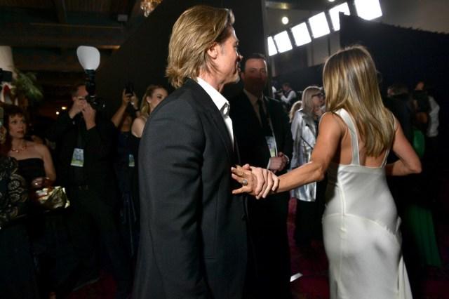 063 1200626222 - ¡OMG! Jennifer Aniston sigue usando el anillo de compromiso de Brad Pitt