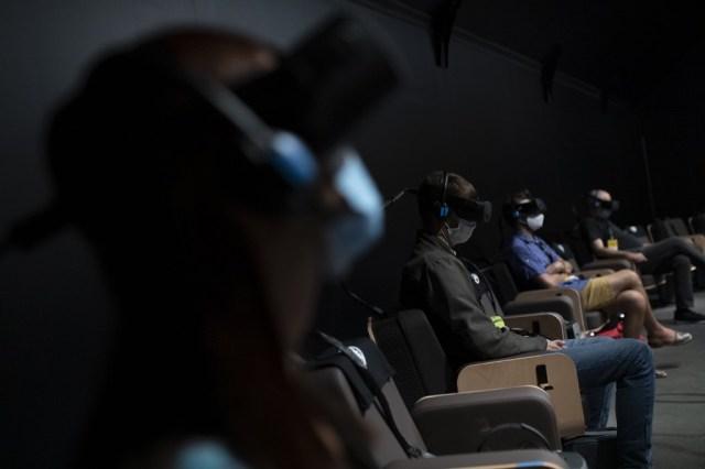 000 8PZ2M2 - Con realidad virtual, Dudamel convierte al público en miembro de su orquesta (Fotos)
