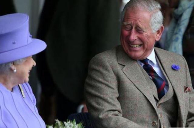 REINA CARLOS - La nostálgica FOTO con la cual la reina Isabel II felicitó a Carlos de Inglaterra por su cumpleaños