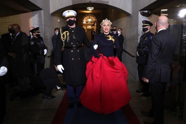 063 1297446726 - Lady Gaga interpretó el himno nacional de los EEUU durante el acto de investidura de Joe Biden