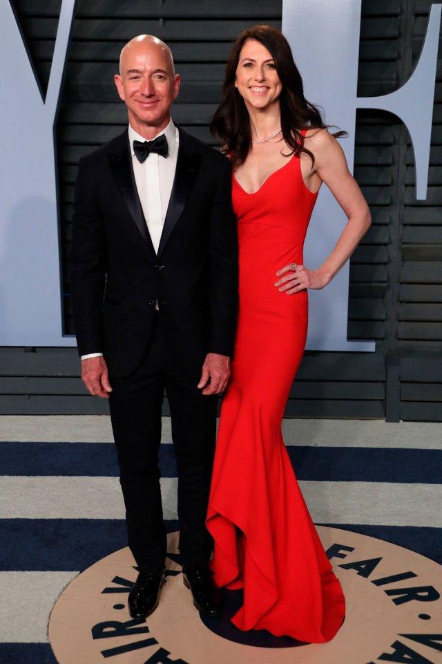 CRPSZTVCZRGCTCDTBA2ZFZUQHU - Muy enamorado en su mansión y siguiendo una estricta rutina: Jeff Bezos cumple 56 años