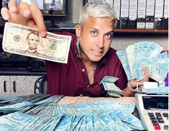 """Alex Tienda - Álex Tienda reveló quien financió su viaje por Venezuela: """"Mi viaje si fue financiado por quién muchos de ustedes creen"""" (TUIT)"""