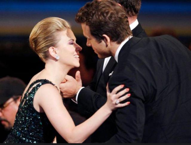 Scarlett Johansson y Ryan Reynolds - Ryan Reynolds reveló cómo enamoró a tres mujeres, entre ellas Scarlett Johansson