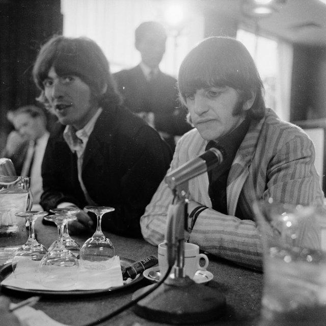 2ZH7PHURS5FZJDOF37RAOO7MNM - El día que quisieron linchar a los Beatles en Manila (Fotos)
