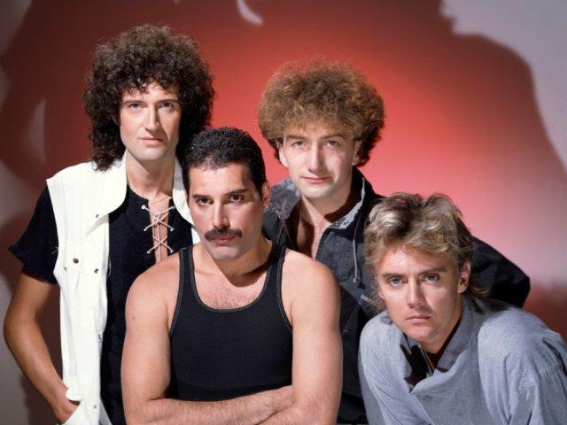 Brian May Roger Taylor Freddie Mercury y John Deacon 3 - La gloria con Queen, la muerte de Freddie Mercury y su lucha con la depresión