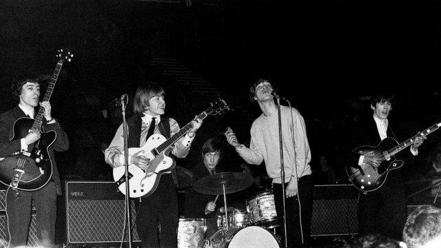 XB5FRYJN3RDTJI6BFIG5LFNXGU - Cómo llegó a The Rolling Stones, la mujer que lo salvó y los puños con Jagger