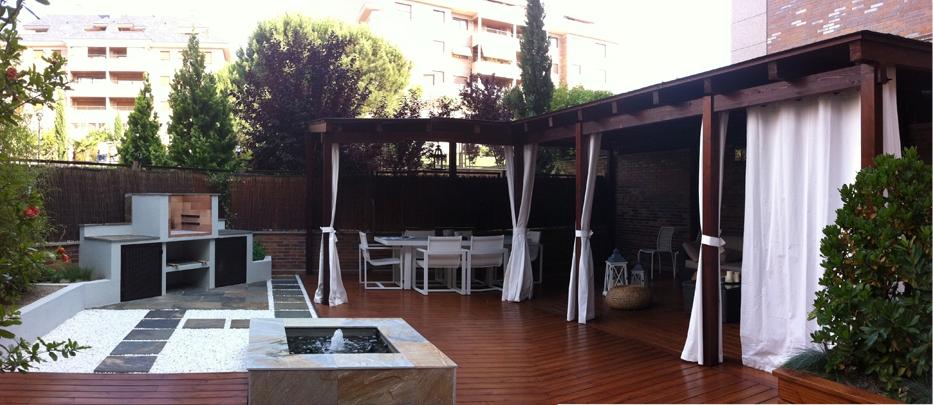 Pérgolas de madera en gran terraza