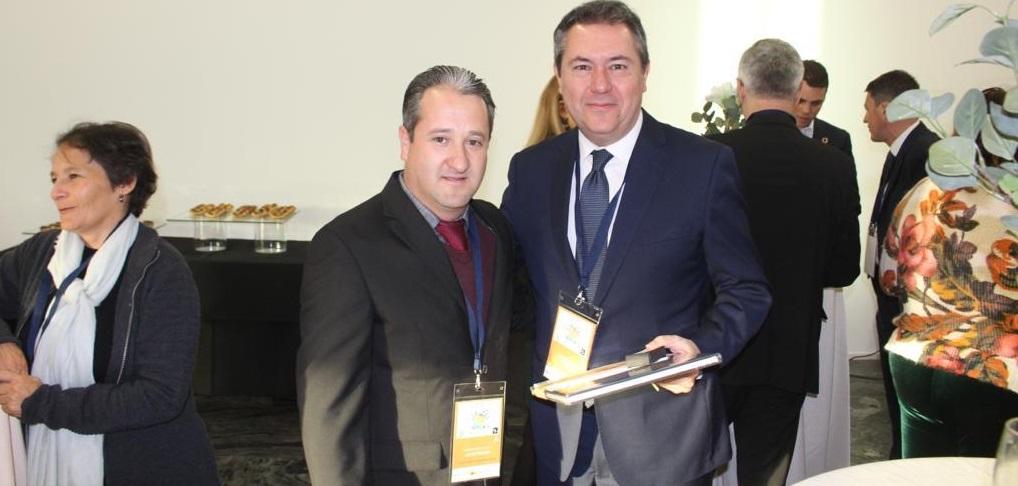 Presidente Municipal de Guachochi Hugo Aguirre viaja a Sevilla para participar en el Segundo Foro Global de Gobiernos Locales