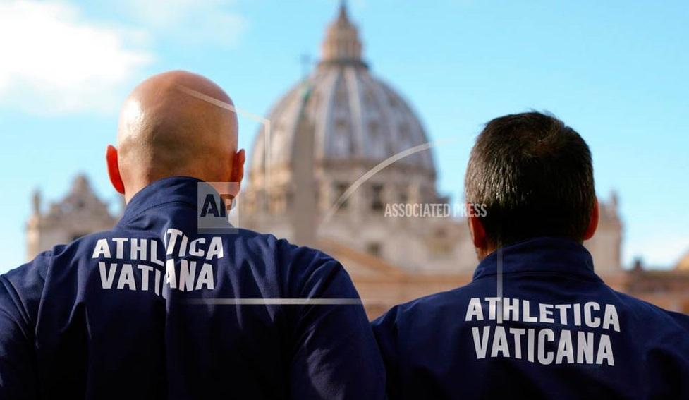 Vaticano presenta a su equipo oficial de atletismo