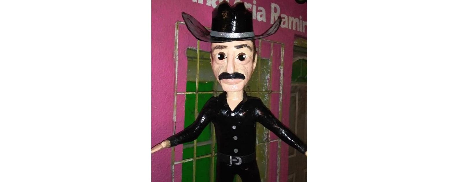 Hacen piñata de Sergio Goyri para que Yalitza le dé sus buenos palazos