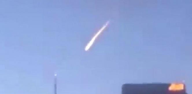 Graban 'bola de fuego' cruzando el cielo de Los Ángeles