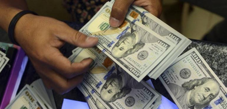 Histórico: Dólar en Argentina supera los 43 pesos