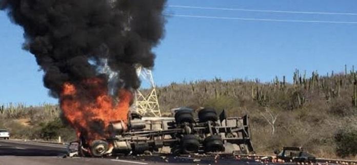 Mueren 7 en choque e incendio en Baja California Sur
