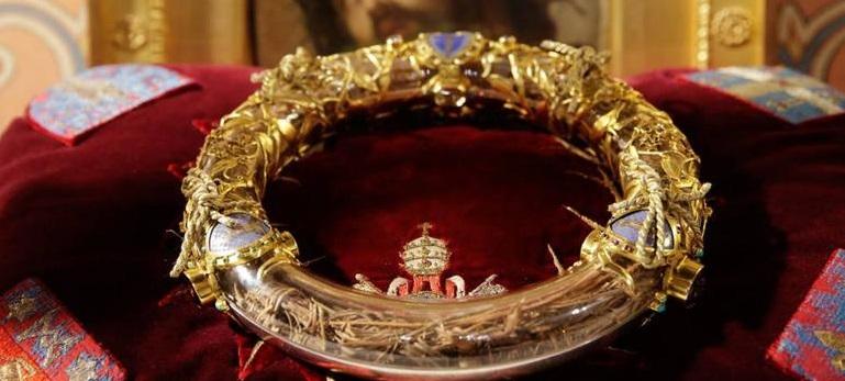 Salvaron la Corona de Espinas de Cristo y otros tesoros en Notre Dame