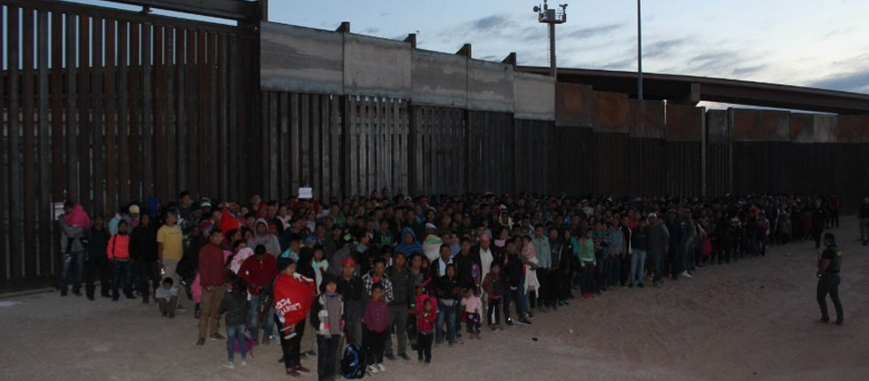 Video: Récord en El Paso, detienen grupo de mil 36 migrantes