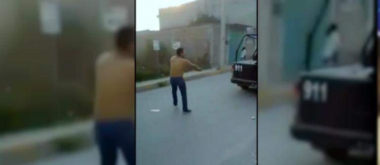 Hombre dispara a patrulla para liberar a dos amigos (VIDEO)