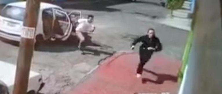 Aterrador: Mujer corre y escapa de secuestrador (VIDEO)