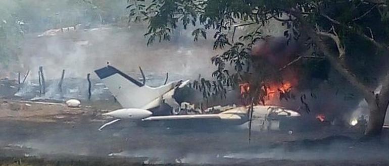 Se desploma avioneta y arde en Tres Valles, Veracruz