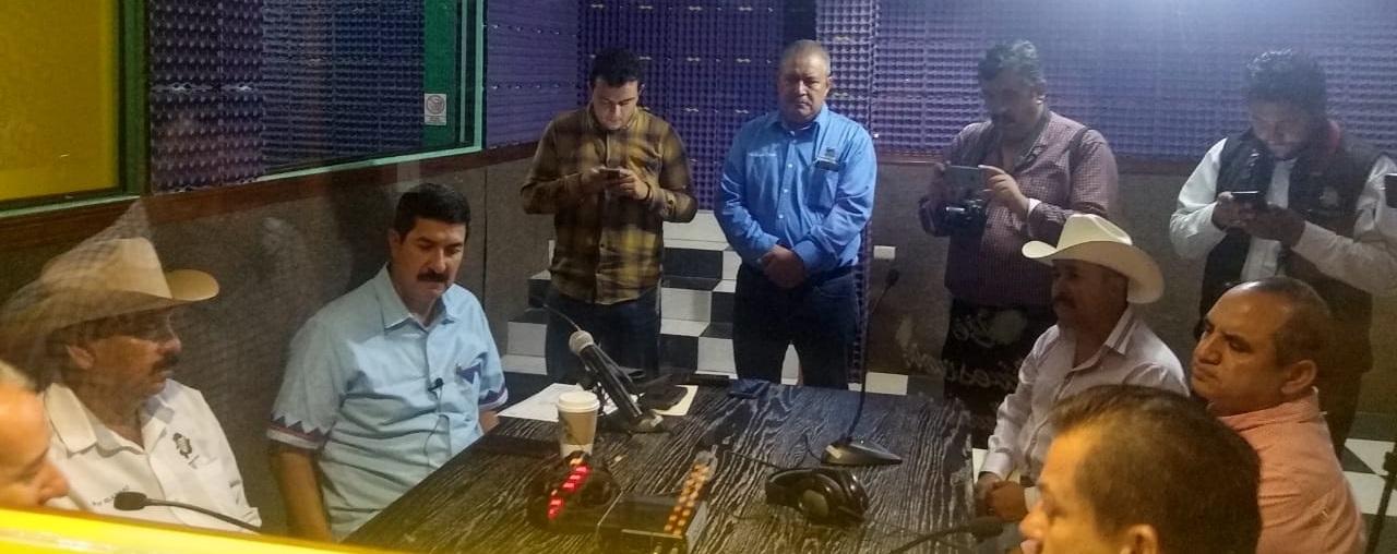 """En entrevista con """"La Patrona"""" Javier Corral apoya a alcaldes de la sierra; Aquí no importan partidos políticos, lo importante es trabajar por nuestra gente de la sierra : Javier Corral"""
