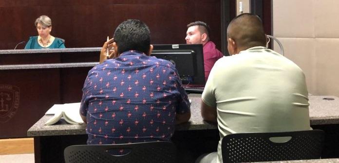 Presentan ante el juez a jefe policial de Madera
